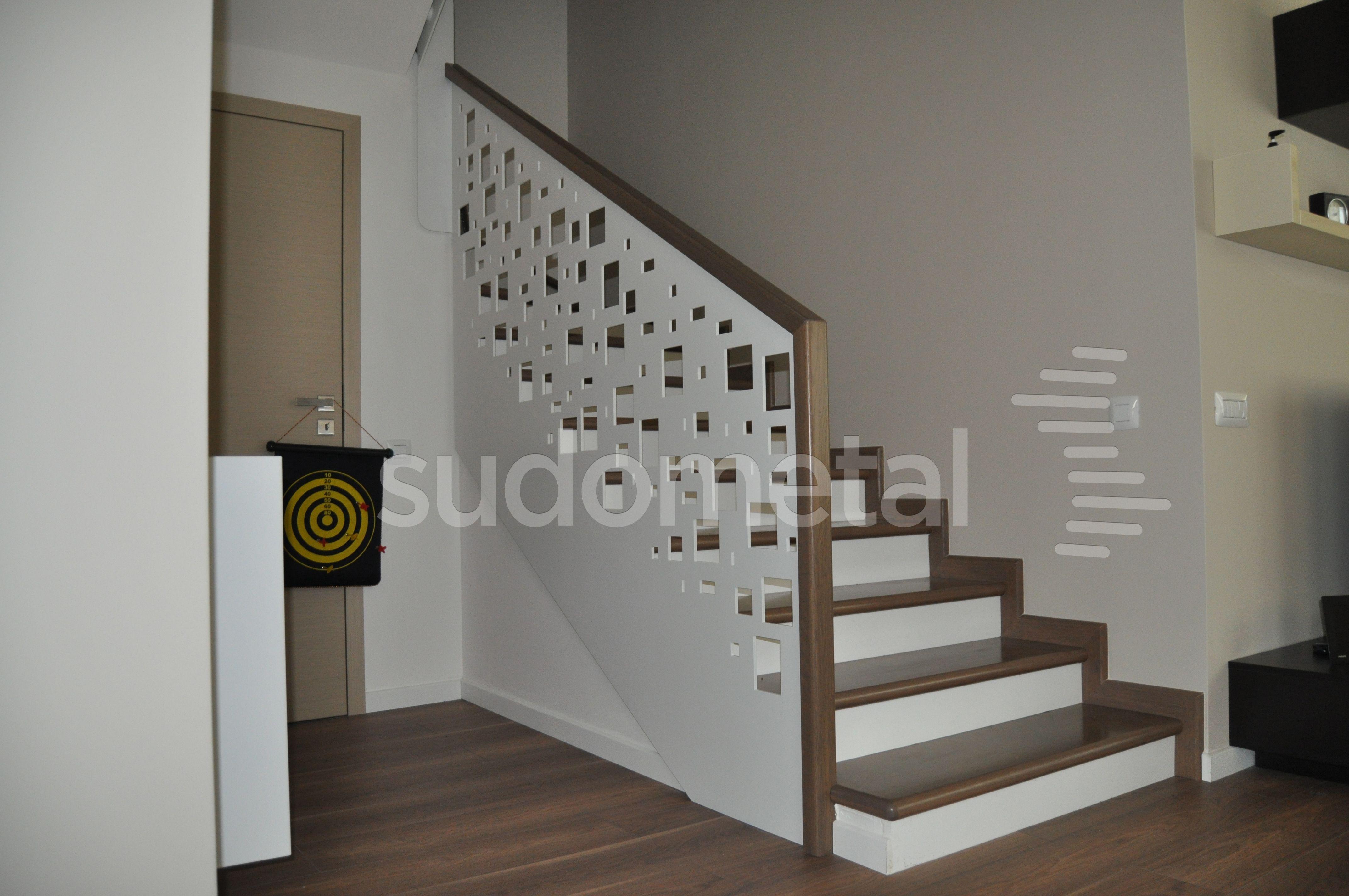 Balustrada Din Tabla Debitata Pe Laser Cu Mana Curenta Lemn De Circuit Bent Modified Toy Festival Ponoko Stejar Trepte