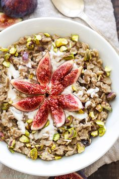 Vanilla Fig Oatmeal with Pistachios and Honey | Take advantage of fresh figs…