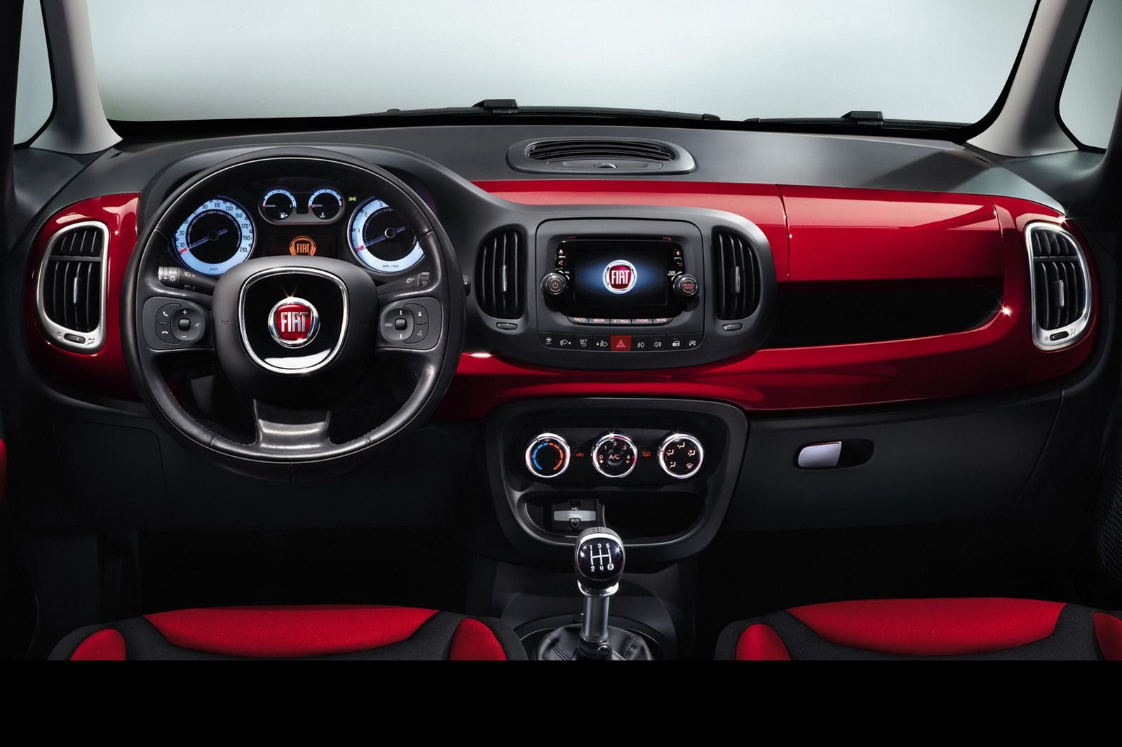 Interior View Of The 2014 Fiat 500l With Images Fiat 500l
