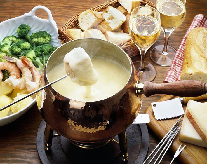 Olvídate un rato de la sopa y deléitate con las recetas de fondue que The Melting Pot nos comparte.