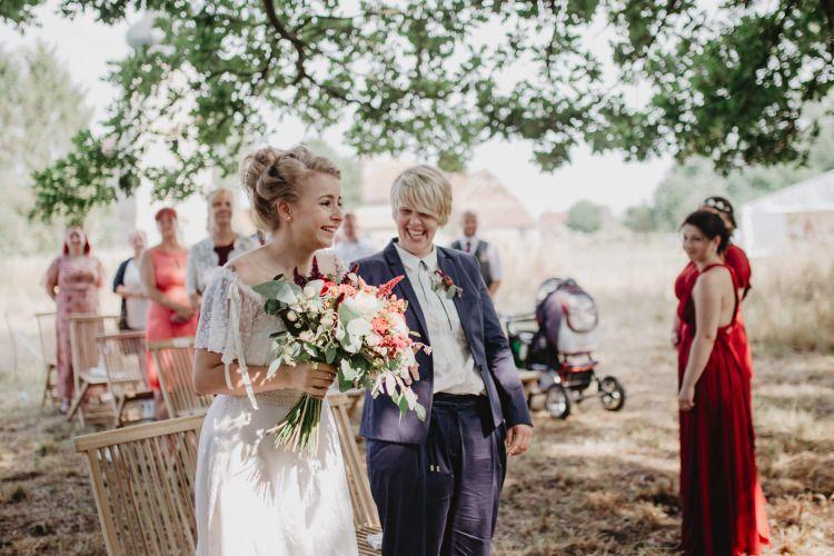 Boho Vintage Wiesenhochzeit Hochzeitsfotos Aus Leipzig Hochzeitsfotos Hochzeit Hochzeit Draussen