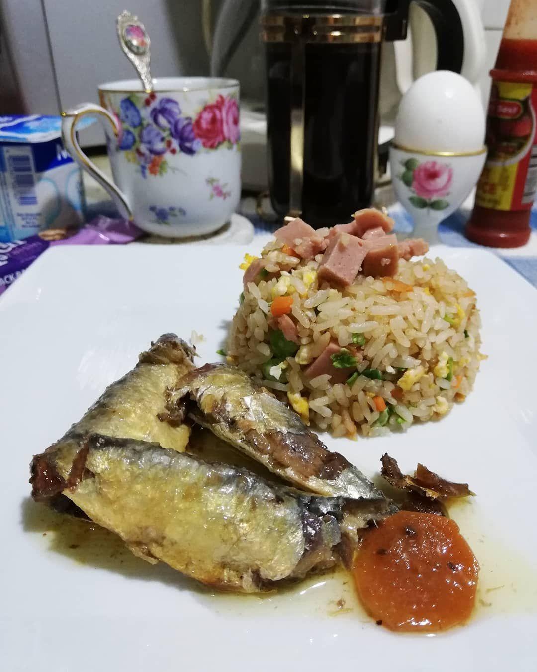 Simple brekkie - spanish sardines in OO and fried rice! ...#breakfast#sardines#foodstagran#foodporn#foodpornography