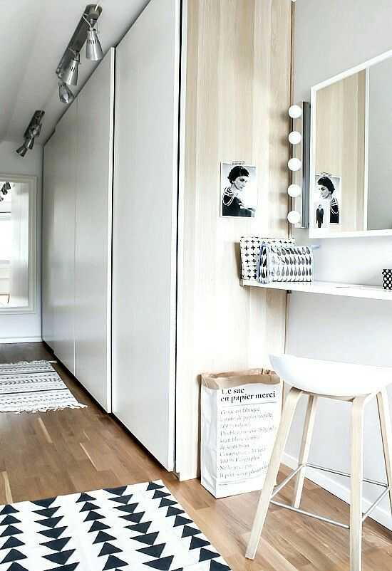 Vanity Idea Use A Shallow Wall Shelf Add Stool Table Lamp Makeup Box Mirror Keep It Simple Space Saving Ideias Roupeiro Interiores Decoracao De Casa