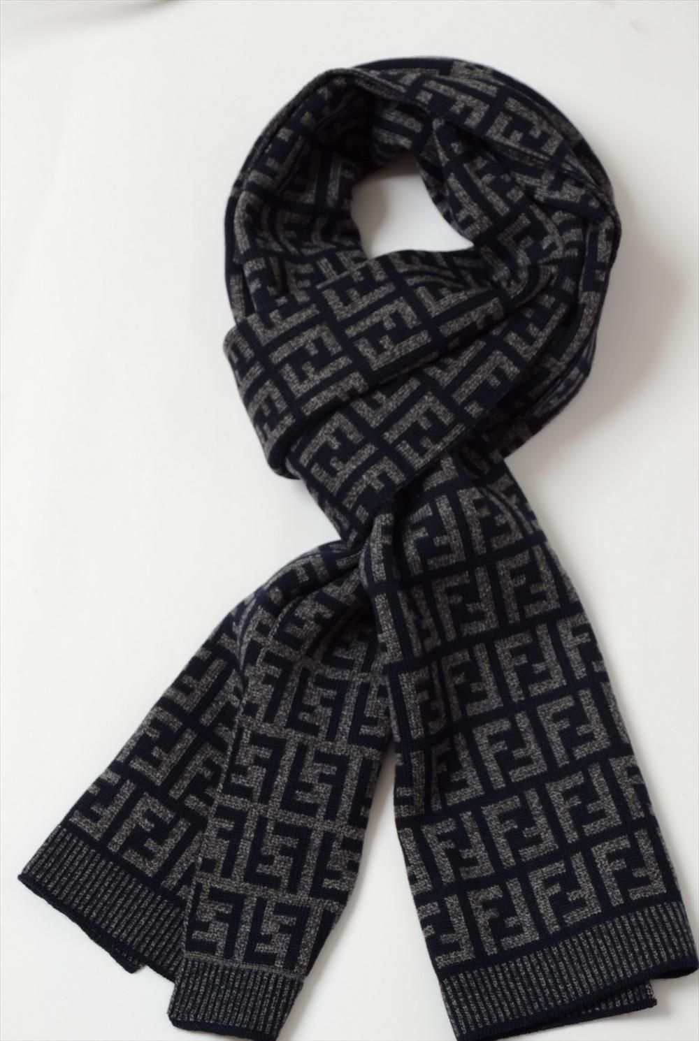7a31366d46cd Fendi Scarf