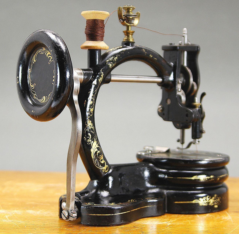 Картинки швейных машинок от старинных до современных есть всех