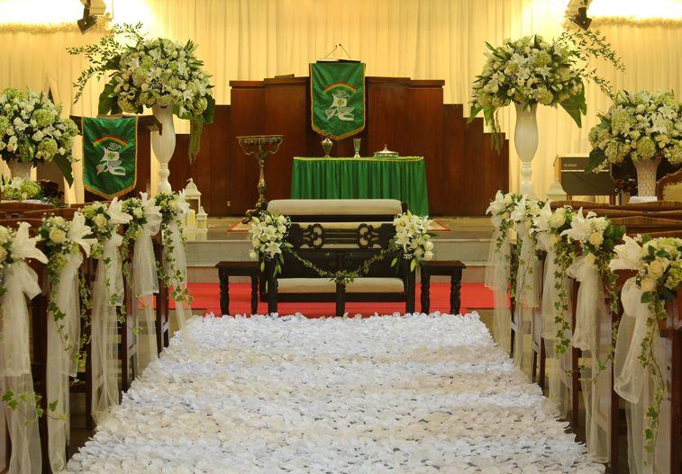 Dekorasi Rangkaian Bunga Area Pemberkatan Nikah Dan