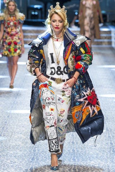 View the complete Fall 2017 collection from Dolce & Gabbana.