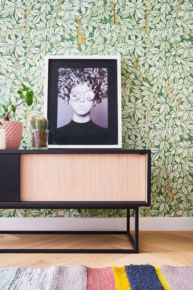 La Valise Rouge Les Herbiers décoration d'intérieure, meuble bois et noir, papier peint