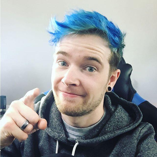 Dantdm S Blue Hair 2017 Dan Tdm Hair Dantdm Men Hair Color
