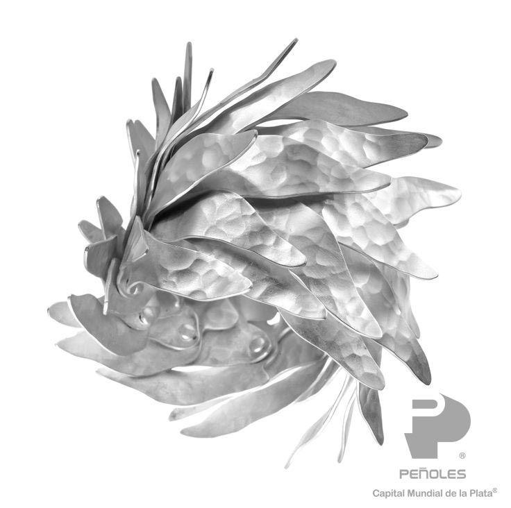 DRAMANIERISMO: Formas Sugeridas; Curvas enconchadas,  estilos dramáticos, formas audaces,  volúmenes esculpidos, marcos, opulencia, aristocracia y orgánico majestuoso. Diseñador: Eduardo Herrera.