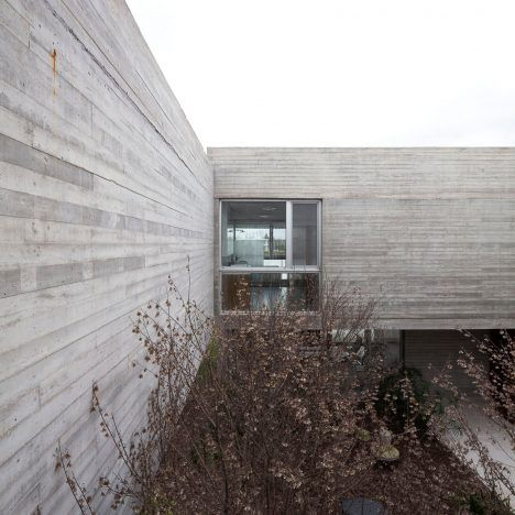 Board Marked Concrete Walls Frame This Buenos Aires Residence By Argentinian Architect Federico Sarto Concrete Houses Dezeen Architecture Concrete Architecture