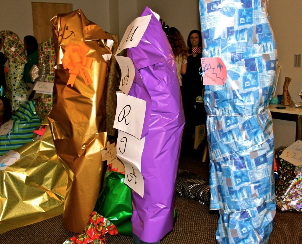 Hilarious big/little reveal! Unwrap your big! Love this idea!! #biglittlereveal