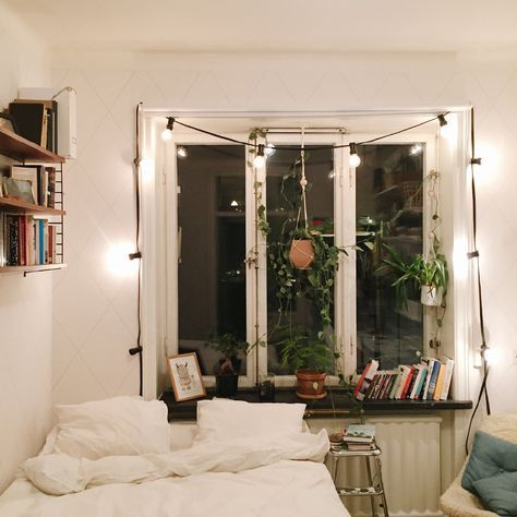 love the idea of having plants in the room and the green against - bild für wohnzimmer