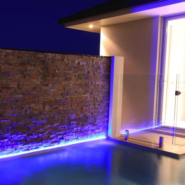 Iluminacion tira led de fachadas de casas buscar con google 01 cg iluminacion fachada - Iluminacion de exterior ...
