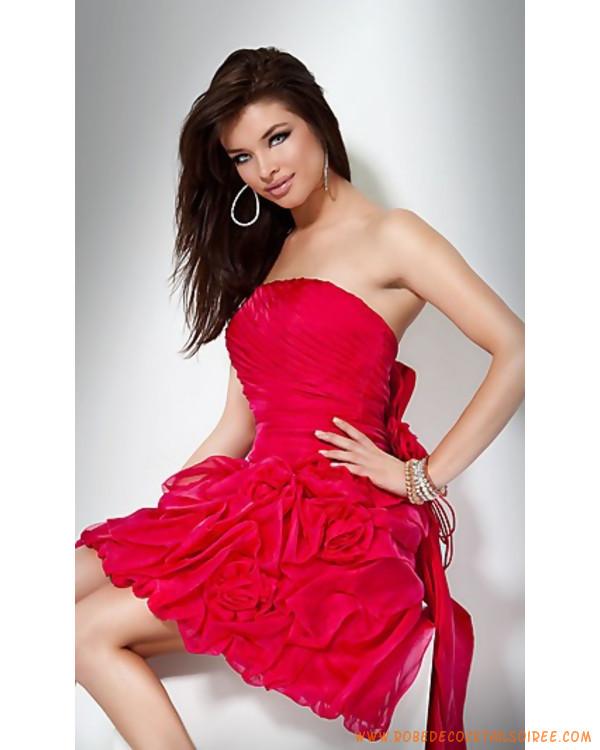 f54327062f2 Belle robe de soirée courte rouge ornée de pli organza