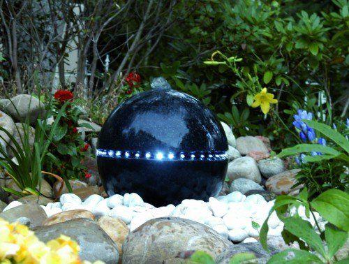 Une jolie fontaine solaire zen extérieure en démonstration - fontaine a eau exterieur solaire