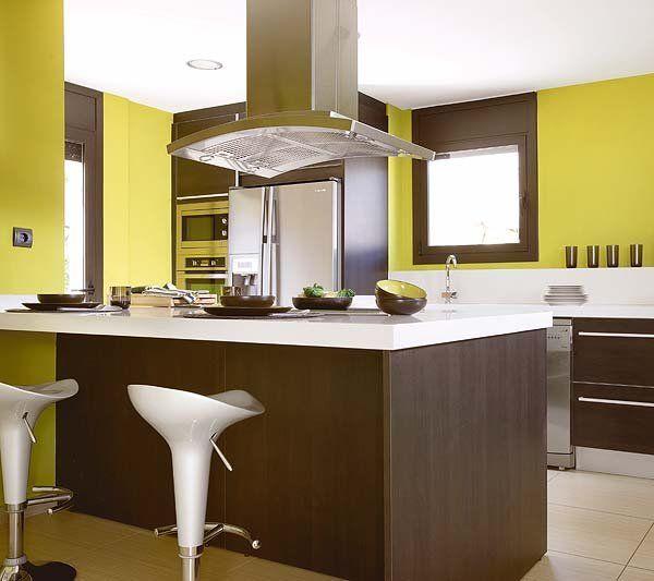 Cocina con isla central en verde y marrón | Cocina con isla central ...