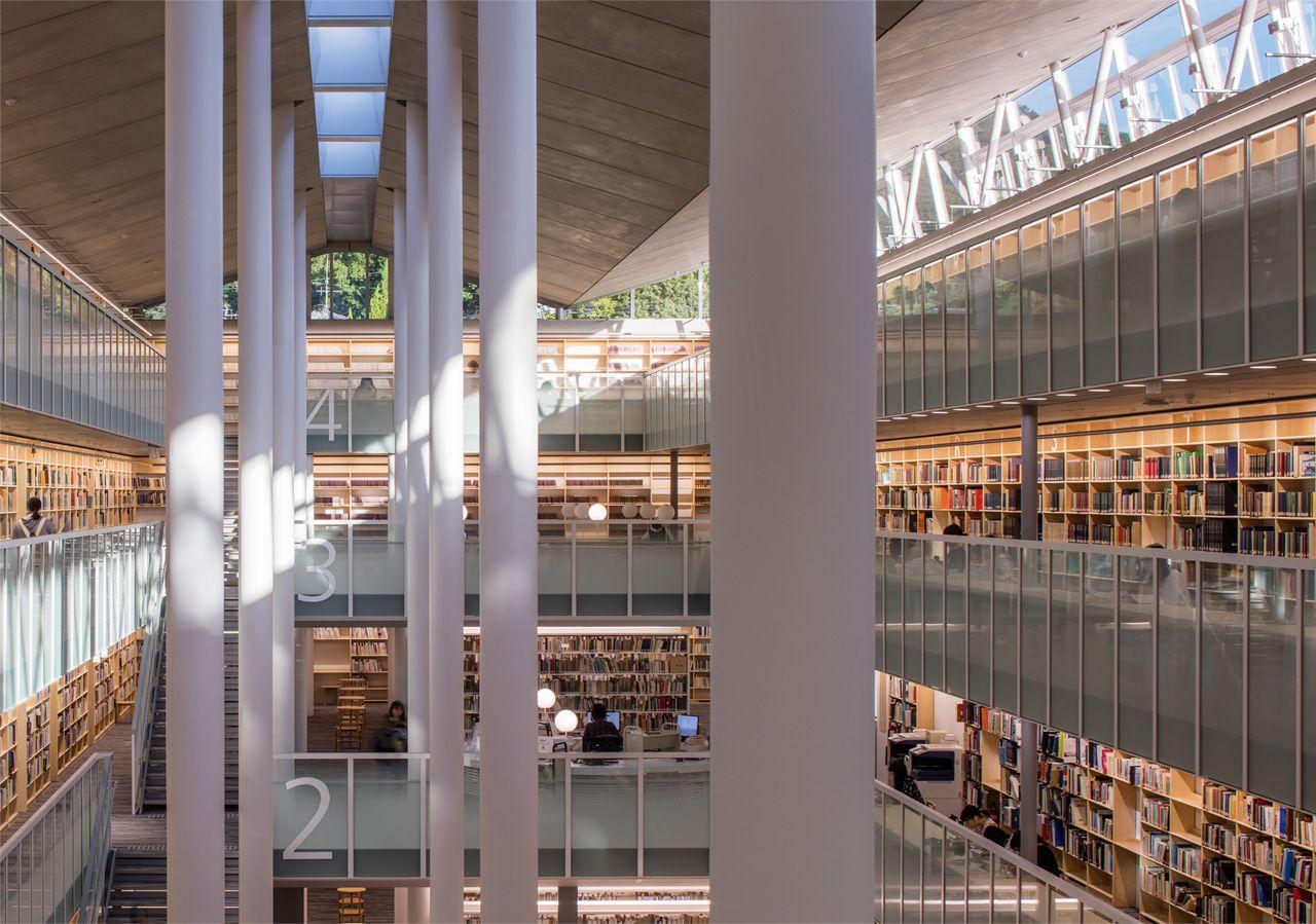 女子 図書館 安田 大学