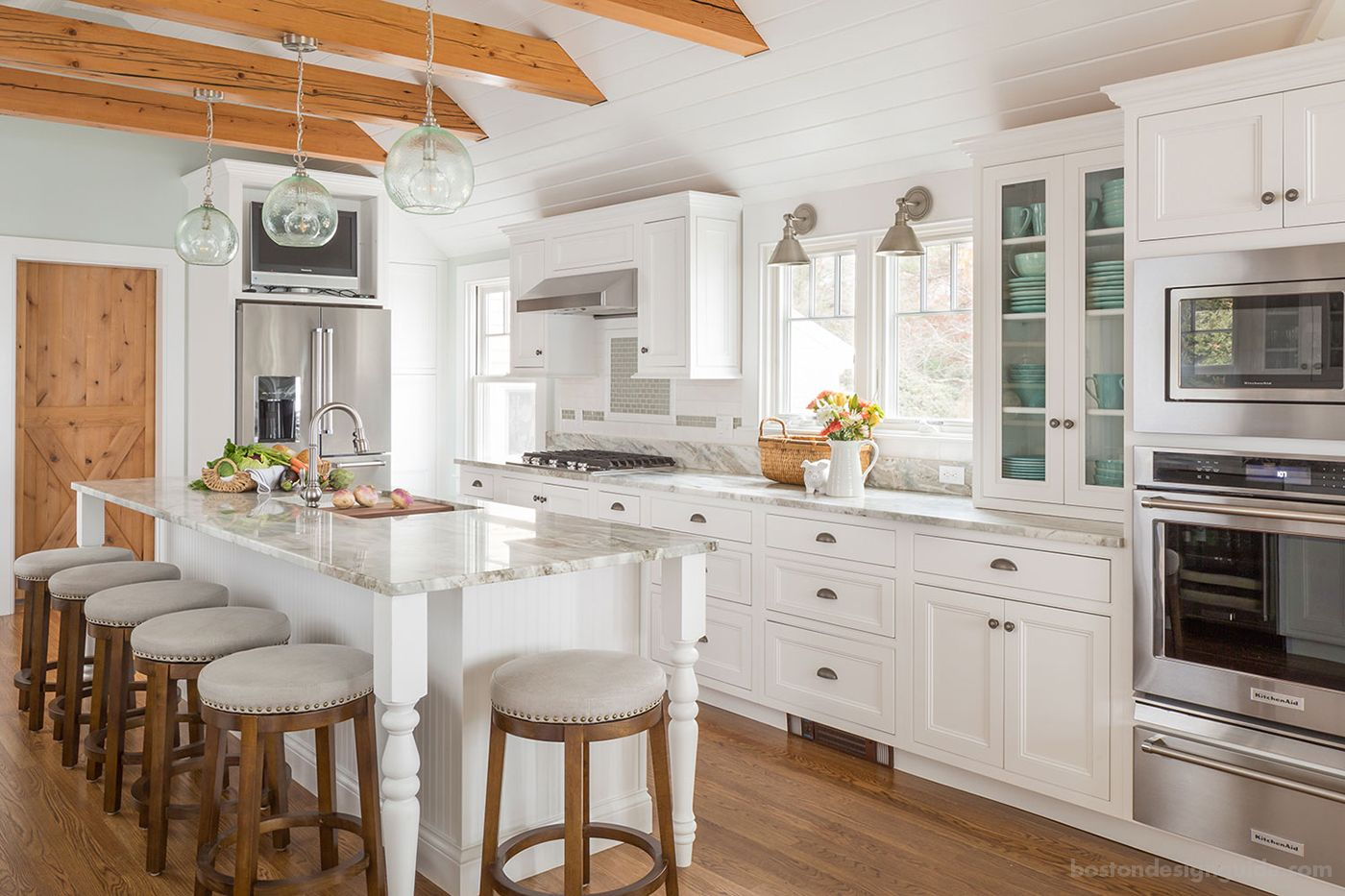 A Cape Cod Cottage Style Kitchen S New Look Boston Design Guide Cottage Style Kitchen Cape Cod Kitchen Remodel Kitchen Inspirations