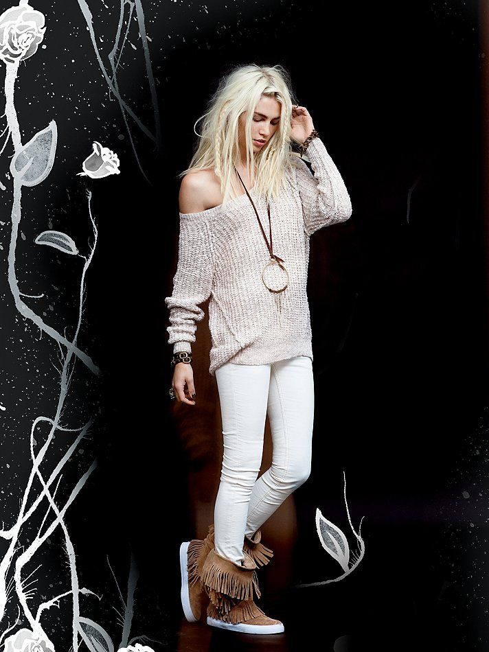 White on shell gives off such an effortless vibe. Amp up the richness with a slouchy textural sweater
