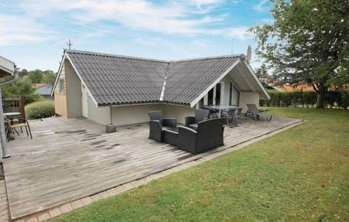 Holiday home N�ddev�nget IX Hejls Holiday home N?ddev?nget IX is located in Hejls.  The accommodation will provide you with a TV, satellite channels and  CD player. The kitchen is equipped with a dishwasher and a microwave. The bathroom comes with a shower.