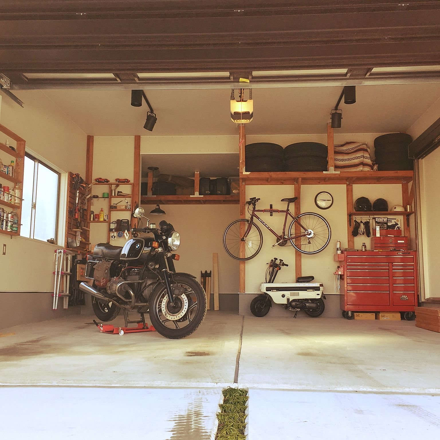 ガレージ ガレージライフ 2 4材棚 Diy 工具箱 などのインテリア実例