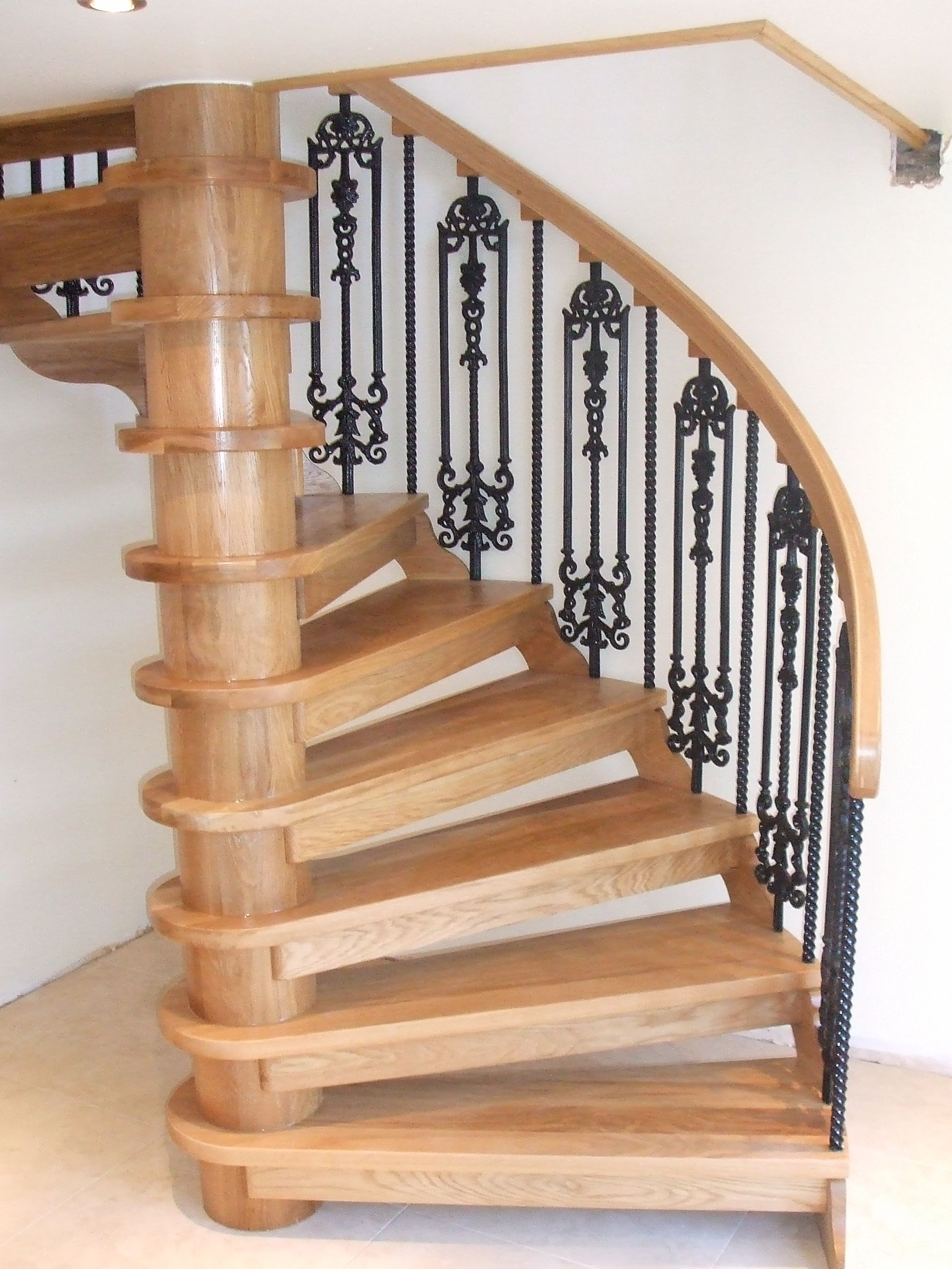 Best Spiral Staircase In Oak And Cast Iron Seen From Below 640 x 480