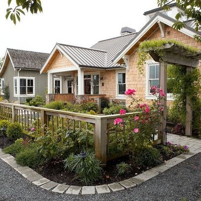 Best Small Urban Front Yard The Main Entry To The House Is Carefully Framed By A Fenced Courtyard Front Yard Design Farmhouse Landscaping Yard Design