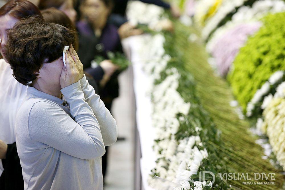 세월호 희생자, 안산 올림픽 기념관 합동분향소 마련…마르지 않는 눈물의 추모행렬 [포토] #memory  #Infographic ⓒ 비주얼다이브 무단 복사·전재·재배포