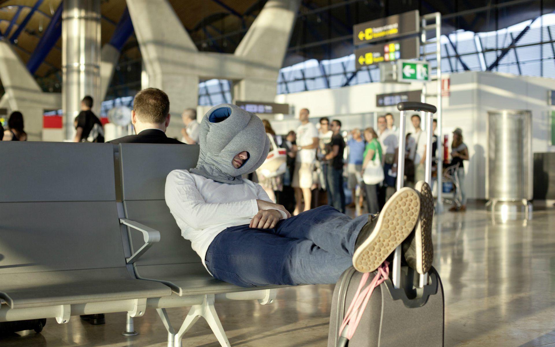 Unverzichtbare Reisegadgets Fur Deinen Nachsten Flug Reisekissen