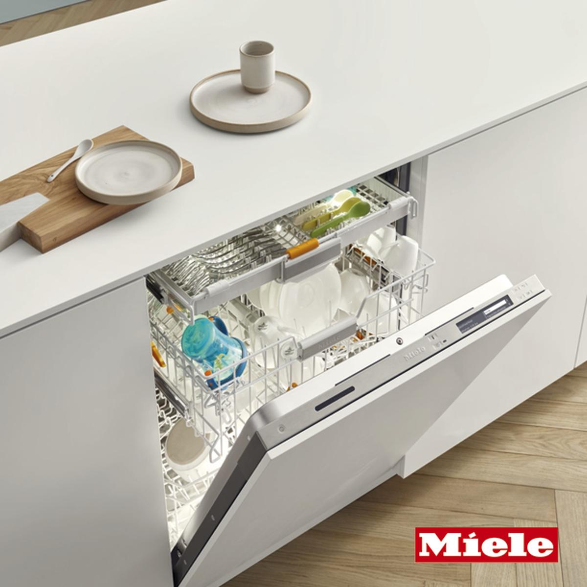 Kitzen on uusi suomalainen keittiöbrändi, joka valmistaa keittiö-, kylpyhuone- ja vaatehuonekalusteita Salossa, Suomen Ykköskeittiöiden aiemmissa tuotantotiloissa.
