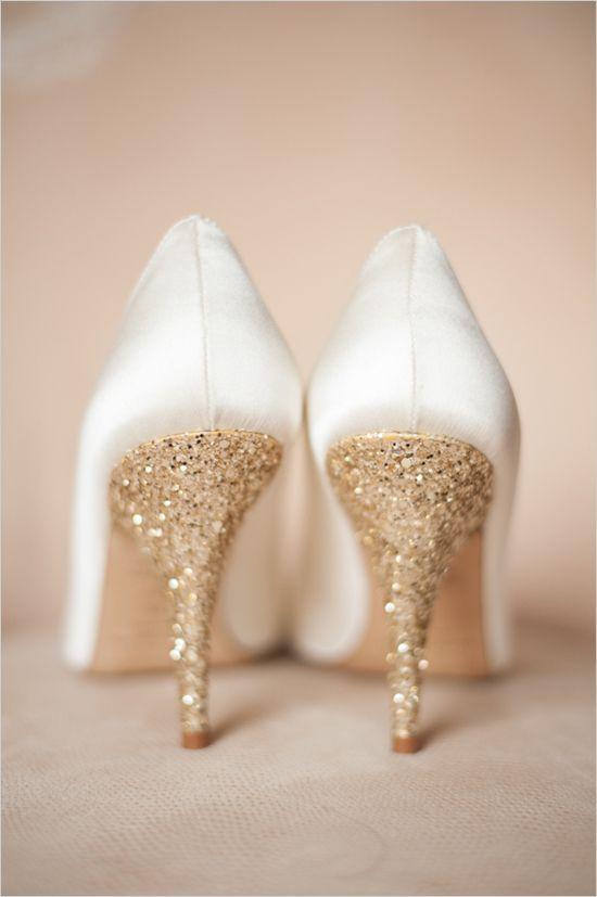 d52537196dcf Chaussure à Talon mariée blanche et doré satin Talon or paillettes ...