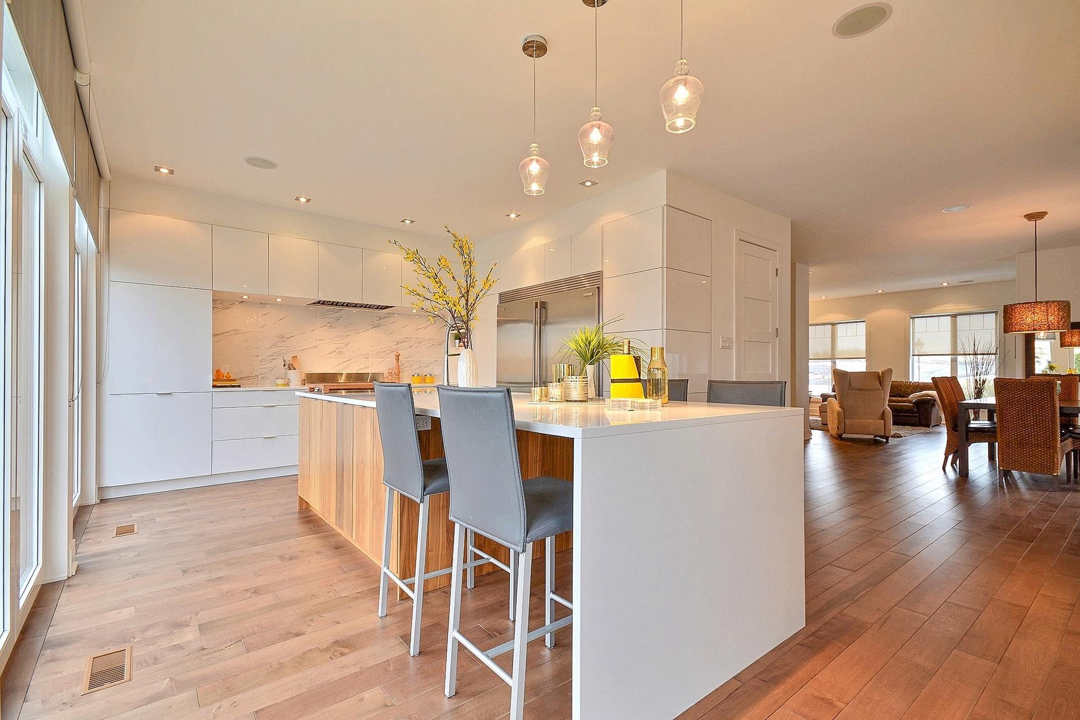 cuisine de style la fois moderne et classique et surtout intemporelle transform e l le. Black Bedroom Furniture Sets. Home Design Ideas
