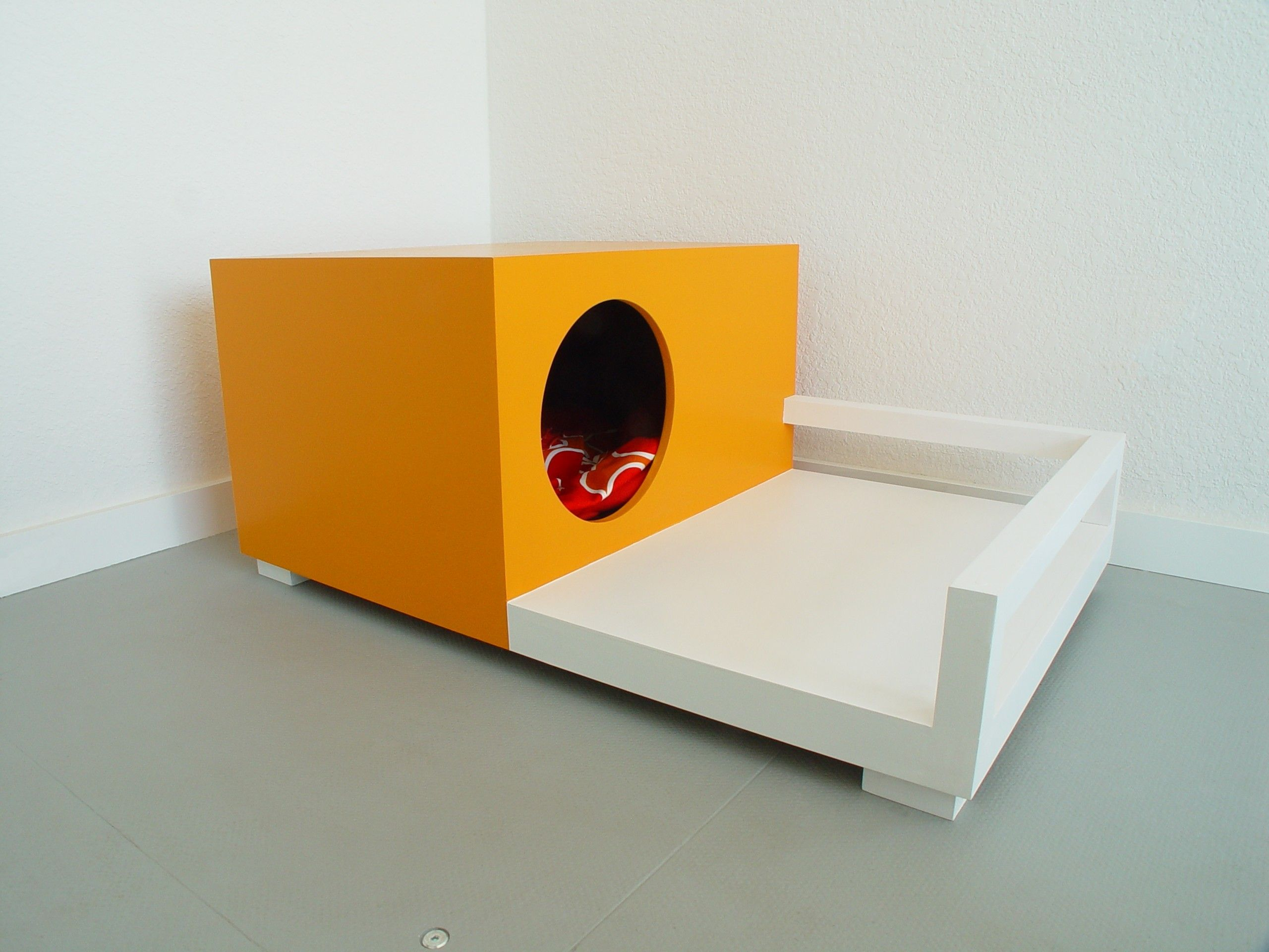 Nice Dog House Inside House Dog/cat House/bedside