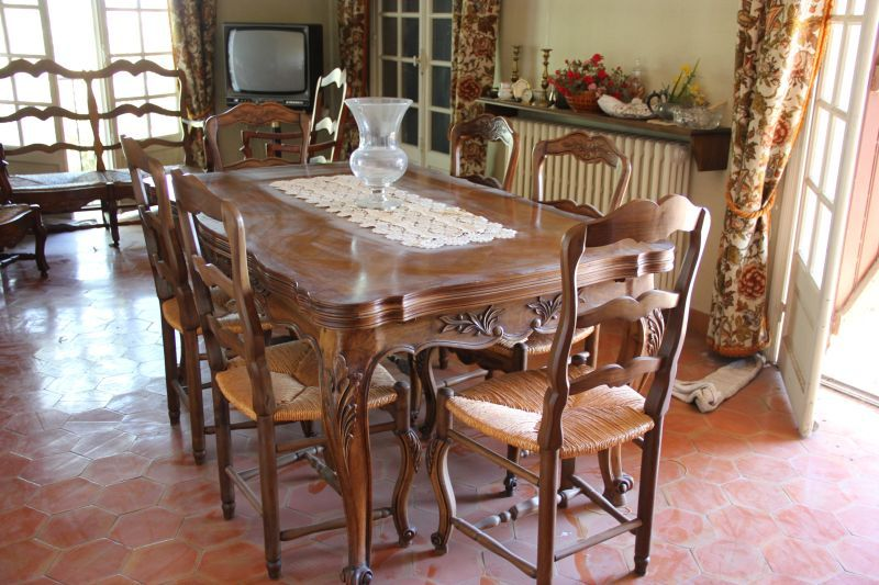 Partie de salle à manger en noyer massif comprenant Style Louis XV - salle a manger louis