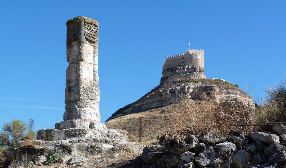 Castles Of Spain Castillo De Curiel Valladolid S Vii Bastión Cristiano Del Valle Del Duero Propiedad De Varios Reyes Caste Castillos Monumentos Monumento