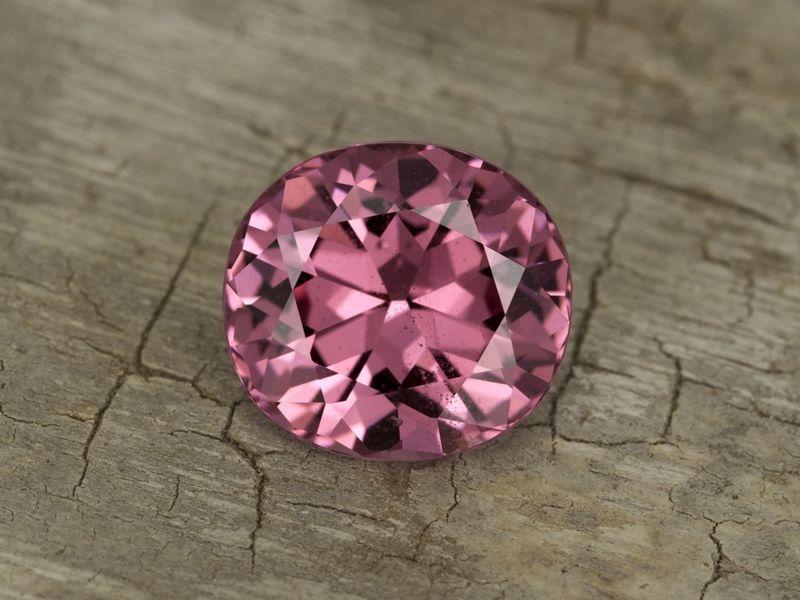 Розовые камни: названия, свойства, фото, разновидности (с ...