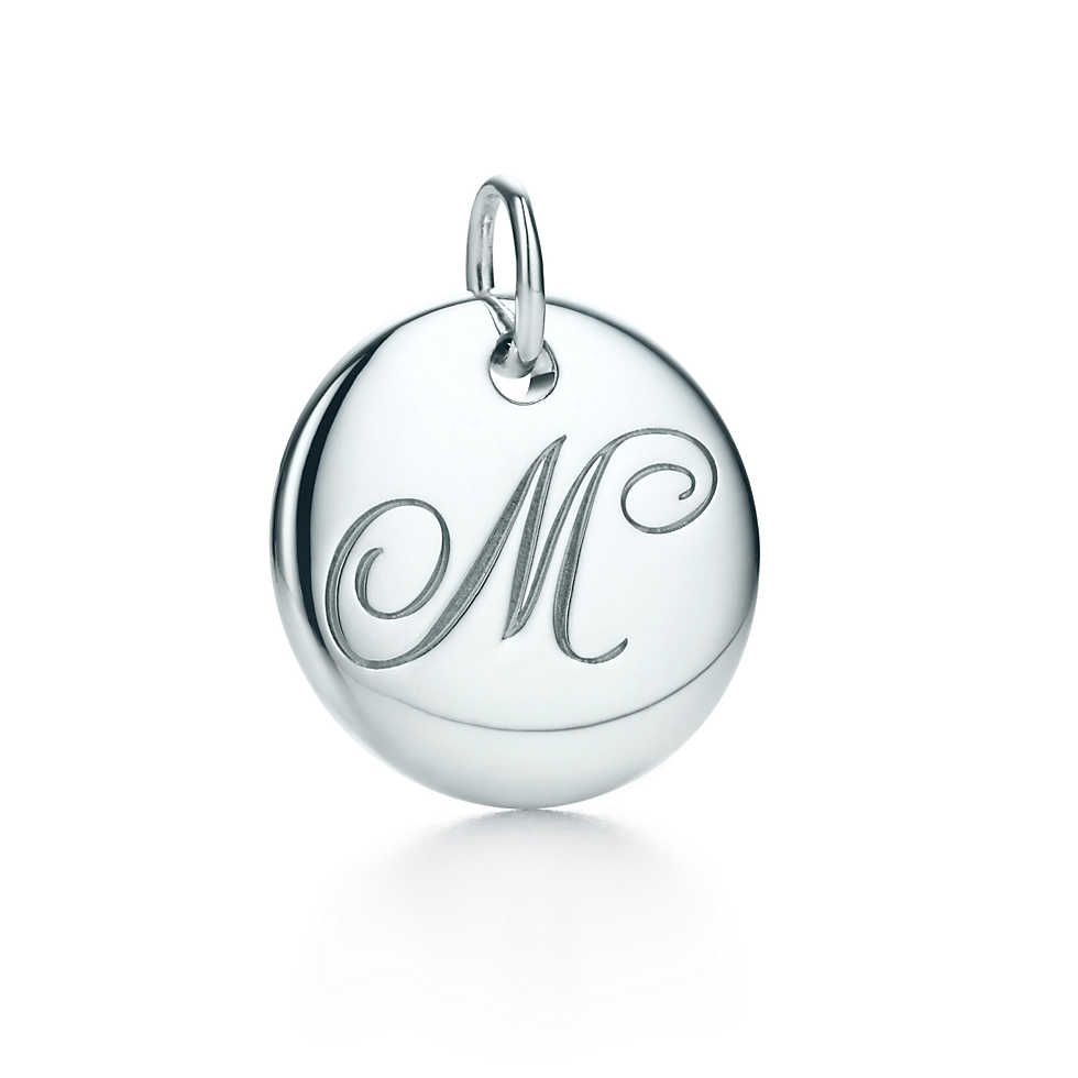 Tiffany Notes alphabet disc charm in 18k gold, small Letters A-Z available - Size O Tiffany & Co.