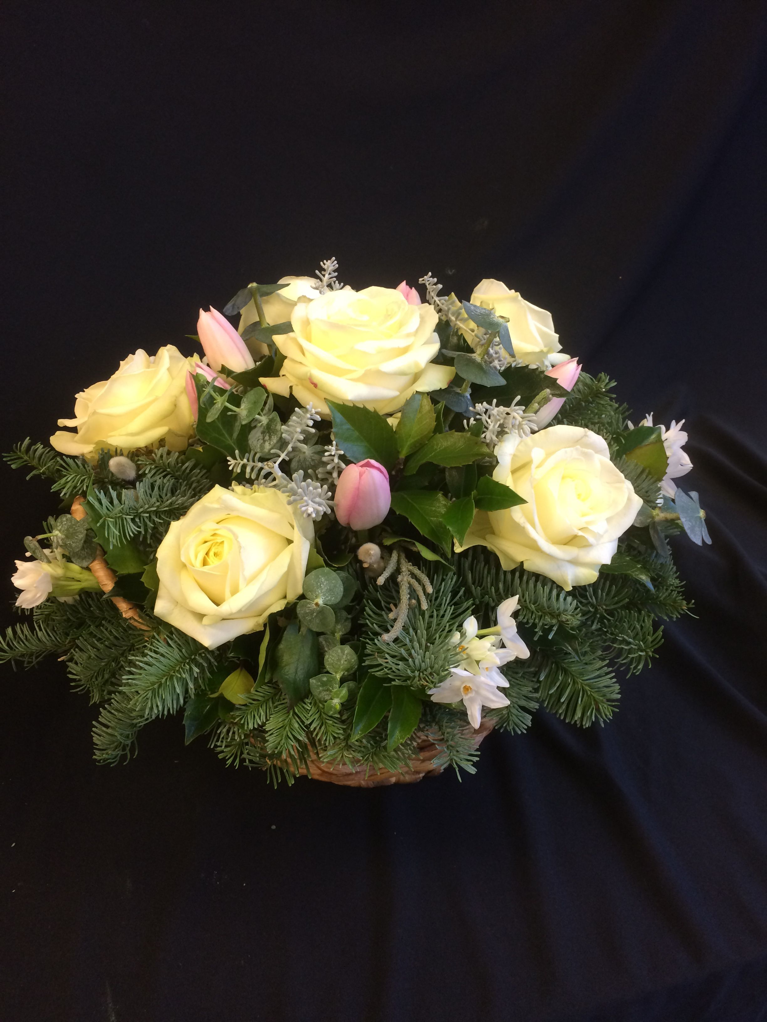 Seasonal fresh flower basket arrangement by Willow House Flowers Aylesbury florist - www.willowhouseflowers.co.uk