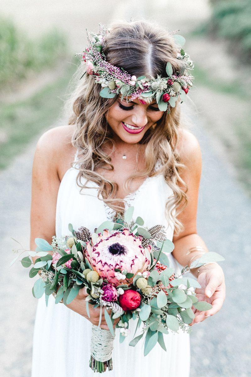 #Boho #Hochzeit #romantische Romantische Boho Hochzeit Brautkleid: Rue de Seine aus dem Atelier Weiss zu Schwarz Haare & Make-Up: Olga Unruh Brautserv…