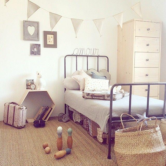 Dans la chambre de fille. Range ta chambre Kidstore, Mobiler, Déco & Jouet | Rangement chambre ...