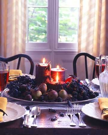 candle centerpiece idea for Halloween party table decorating - halloween party decoration ideas