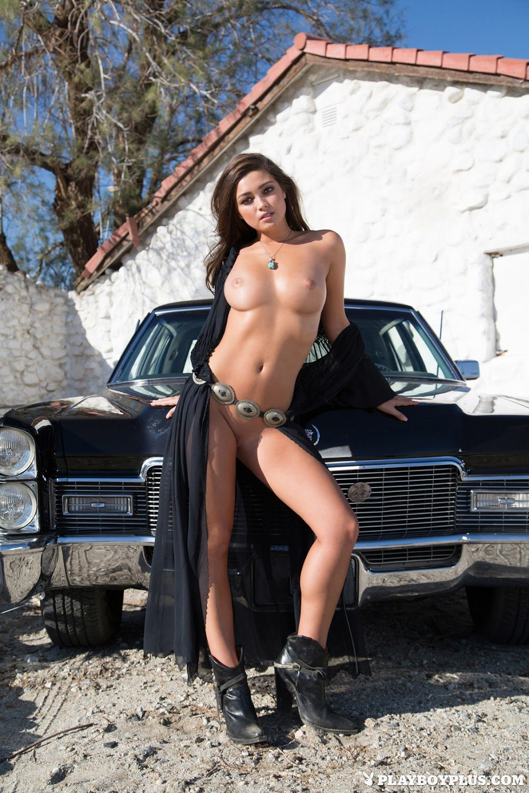 custom cars and naked