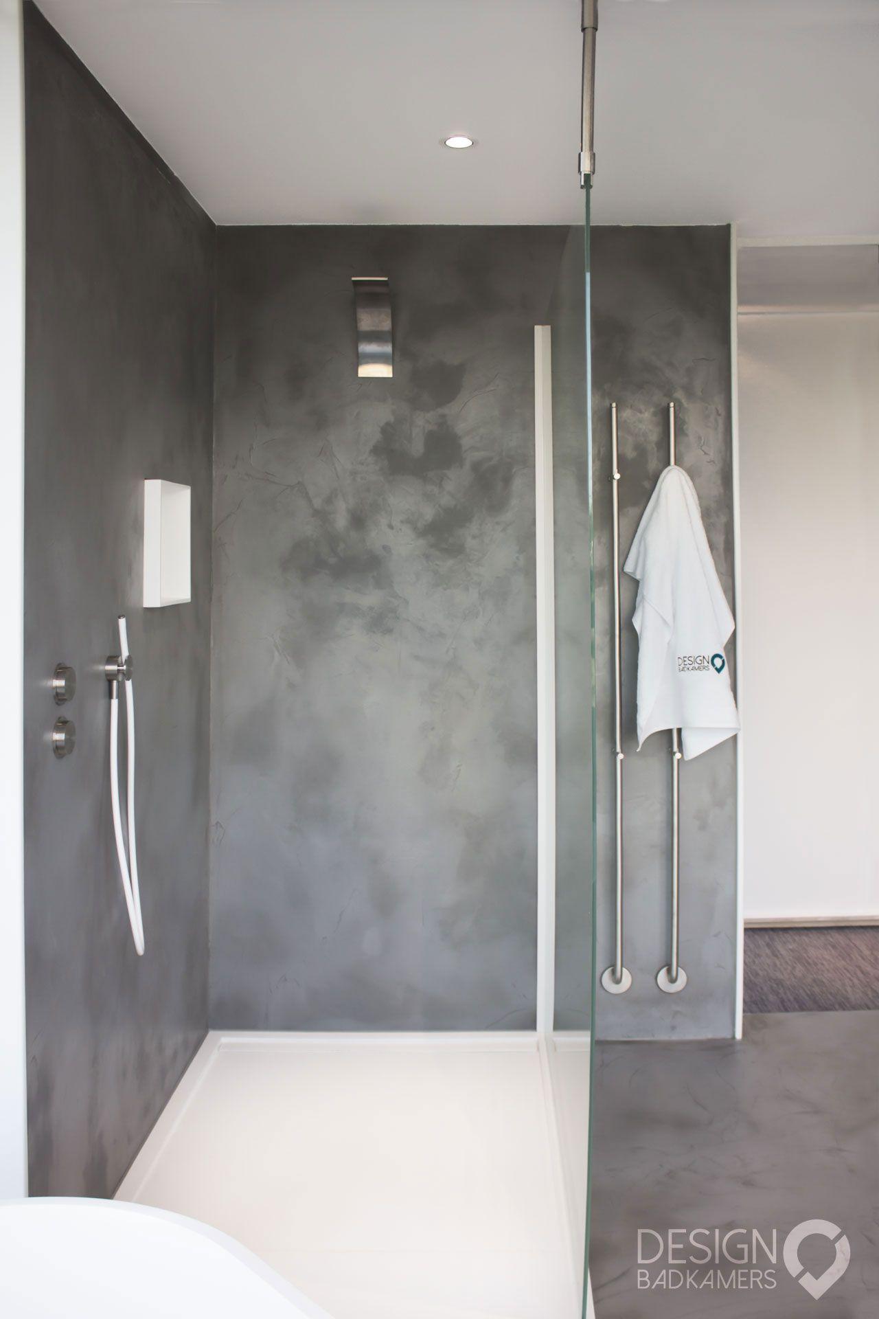 Maatwerk badkamer waarbij gebruik is gemaakt van Beton-Ciré (Micro ...