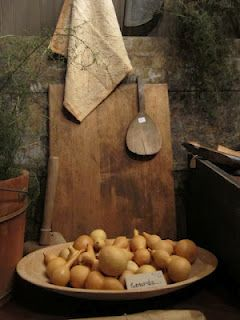Gourds and Woodenware...two of my favorite things.