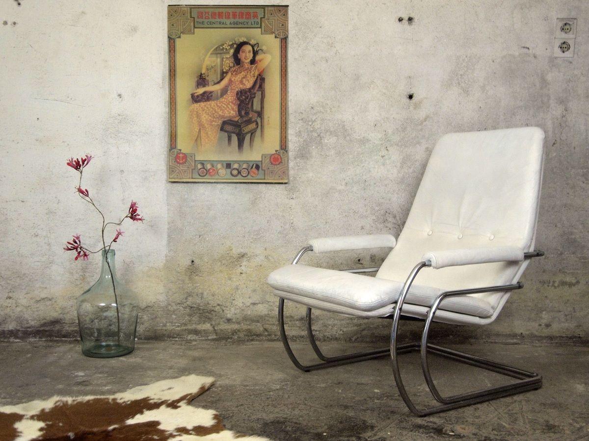 Vintage chroom wit leren lounge fauteuil ontworpen in de jaren