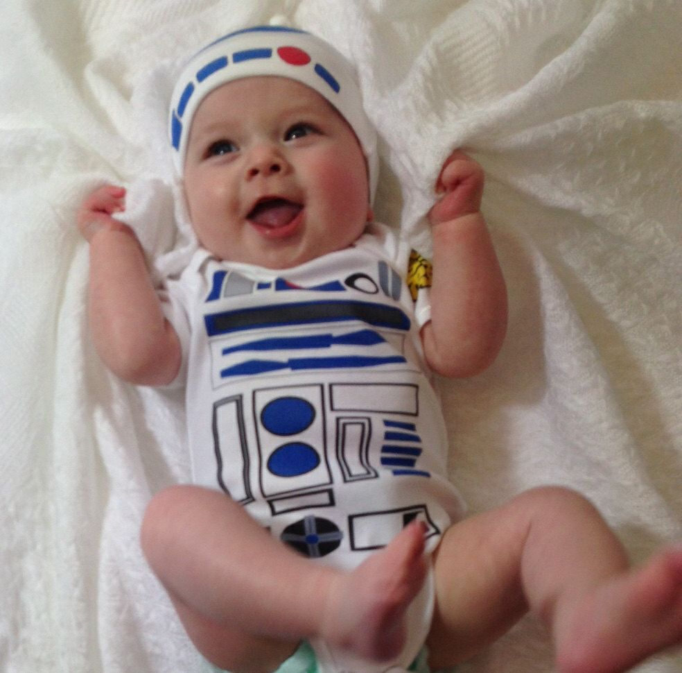 R2D2 costume onesies are all the rage these days. They are some of the hottest selling baby clothes on Etsy. We even feature several on here. However, we stumbled across our new favorite one recently and decided to feature it.