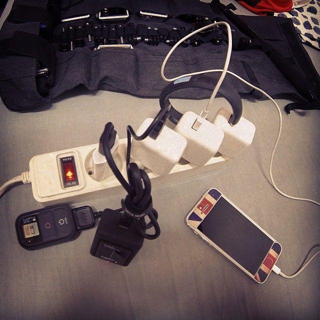"""#gelaskin #unionjack #gopro #fuelband #iphone 충전을 하지 않고는 살기 힘든세상!!"" via http://instagram.com/p/nsQOfuwI3b"