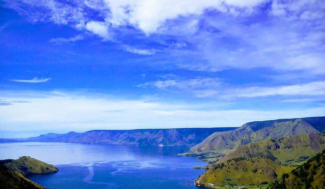 Pemandangan Paling Indah Di Indonesia Jika Anda Ingin Menikmati Sebuah Kolam Yang Sangat Indah Maka Nikmati Pemandangan Di Kolam Pe Di 2020 Pemandangan Tours Pantai