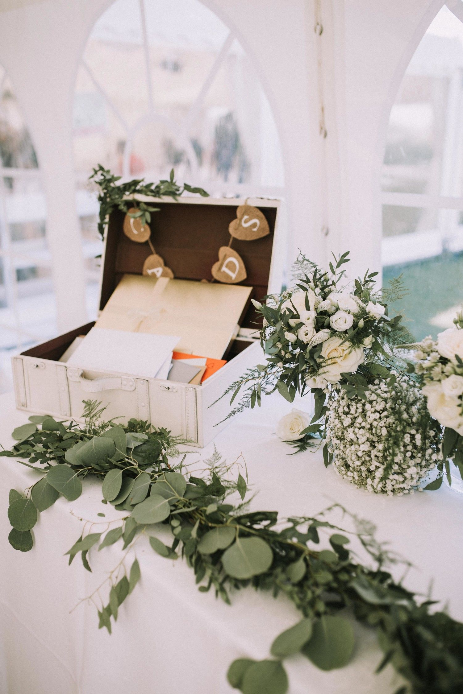 21 Ways To Set Up A Card Or Gift Table At Your Wedding Gift Table Wedding Card Table Wedding Wedding Favor Table